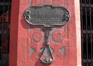 Marques des crues de 1529 et 1530 sur l'Hôtel de Ville de Bâle