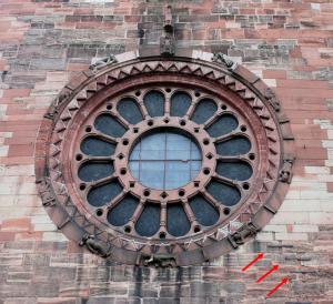 Traces du séismes sur la façade de la Cathédrale de Bâle