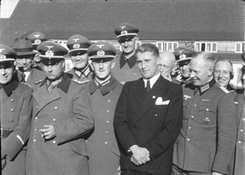 Le SS- Sturmbannführer Von Braunparmi des dignitaires nazis
