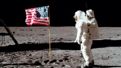 Chaque mission a planté sa bannière étoilée sur le sol lunaire